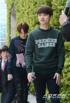 "Haha kyungsoo ""premier baiser"" i can be your first kiss? Haha // no way there is kai andbehind him! Omg mausoleum feeeeeeellss I'm dying Xp Kyungsoo, Kaisoo, Chanyeol, Exo Nature Republic, Kim Jong Dae, Exo Korean, Korean People, Exo Do, Do Kyung Soo"