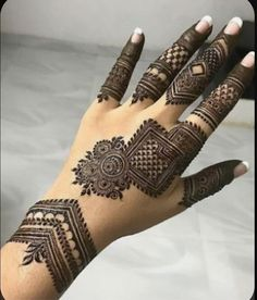 Henna Hand Designs, Mehndi Designs Finger, Henna Tattoo Designs Simple, Floral Henna Designs, Back Hand Mehndi Designs, Latest Bridal Mehndi Designs, Engagement Mehndi Designs, Mehndi Designs For Beginners, Mehndi Designs For Girls