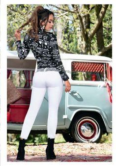 Jeans colombianos para dama, Ormas y diseños unicos, compra y vendelos a un excelente precio! #jeans #jeanscolombianos #moda #modacolombiana #comprasonline #ropaonline #ventas #tiendas  Vw Bus, Ropa On Line, Split Screen, Bus Girl, Tight Leather Pants, White Jeans Outfit, Tops For Leggings, Sexy Jeans, Models