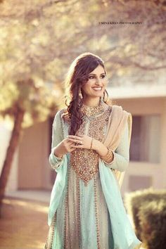 this suit is gorgeous.should not be worn with a necklace. Heavy earrings should be the only jewellery to wear. Pakistani Wedding Dresses, Pakistani Outfits, Indian Dresses, Indian Outfits, Saris, Indian Attire, Indian Wear, Ethnic Fashion, Asian Fashion