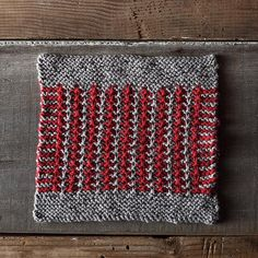 Marjorie Dussaud has created this week's handsome free knit dishcloth pattern, perfect for beginning knitters.