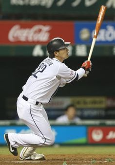 Hideto Asamura smacks his 2nd of the year, a solo long ball off Takahiro Fujioka to right-center field in the bottom of the 4th inning to increase the Lions' lead over the Marines to 4-0 at Seibu Dome on Wednesday, April 24, 2013.