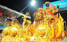 Veja fotos do 2º dia de desfiles do carnaval em São Paulo
