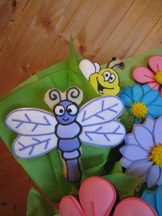 Cute! Dragonfly & flower #cookies
