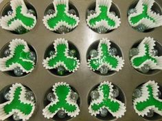 shamrock cupcakes...3 marbles...makes a shamrock