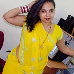 Beautiful Women Over 40, Beautiful Girl Indian, Sexy Older Women, Sexy Women, Indian Long Hair Braid, Dehati Girl Photo, Saree Photoshoot, Indian Bollywood Actress, Exotic Women
