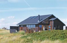 S�ndenud Fan� Holiday home S?ndenud is located in Fan? Vesterhavsbad, 150 m from the sea. This holiday home can accommodate four guests. Free entrance to R?dg?rd Camp. playland comes with this accommodation.