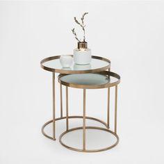 Runde unterschiebbare Tische in Gold (2er-Set)