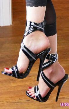 high heels – High Heels Daily Heels, stilettos and women's Shoes Pumps, Stilettos, Stiletto Heels, Cute Shoes, Me Too Shoes, Talons Sexy, Killer Heels, Black High Heels, Black Shoes