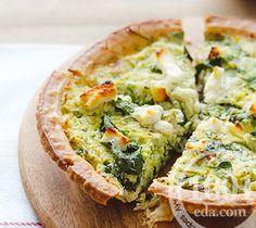 Пирог с брюссельской капустой, беконом, сыром и зеленью