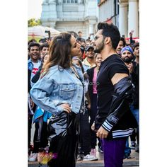 Varun Dhawan and Shraddha Kapoor Launched The Song Illegal Weapon On The Streets of Connaught Place Bollywood Couples, Bollywood Stars, Bollywood Fashion, Indian Celebrities, Bollywood Celebrities, Bollywood Actress, Girl Photo Poses, Girl Photos, Varun Dhawan Movies