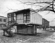 SOCÍK STYLE-Ostalgia: http://socikstyle.blogspot.sk/ Leningrad in 1960, the house of plastics. In this house no one lives. It was built as an experiment. Based on this research built an experimental 5-storey apartment building in Moscow.