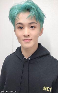 Mark with green hair, oh gee! Mark Lee, Mint Hair, Green Hair, Blue Hair, Taeyong, Jung So Min, Winwin, Kpop, Fanfiction