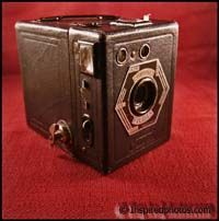 Coronet Fildia Box- Coronet Camera Co (Birmingham England)    Year: 1947 Film: 6x9cm  Cardboard camera, Made in France by Tiranty under license from Coronet    Hexagon with circle and stripes