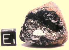 MÉTÉORITE / Provenant de la Lune et récolté dans l'Antarctique en 1981. (Source : NASA Johnson Space Center). Types Of Gemstones, Minerals And Gemstones, Rocks And Minerals, Meteorite For Sale, Lunar Meteorite, Halley's Comet, The Sky Is Falling, Cool Rocks, Rocks And Gems