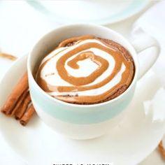 Low Carb cinnamon mug cake with almond flour, 90 seconds microwae recipe. Keto mug cake taste like a cinnamon roll in a mug. Diabetic Desserts, Sugar Free Desserts, Low Carb Desserts, Low Carb Mug Cakes, Keto Mug Cake, Keto Sweet Snacks, Cinnamon Mug Cake, Cinnamon Muffins, Almond Muffins