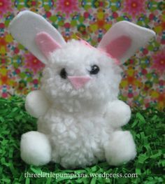 Pom Pom bunny ~ you can create the donut shape Pom Pom maker from cardboard. Easter Projects, Easter Crafts For Kids, Crafts To Do, Yarn Crafts, Preschool Crafts, Diy Crafts, Pom Pom Puppies, Pom Pom Animals, Easter Story