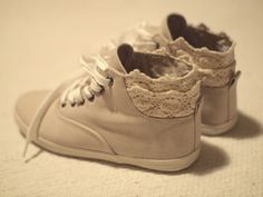 lace tennis shoes. i would wear skinny jeans for these.. <3