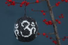 knitted OM ball free pattern download #yogipop