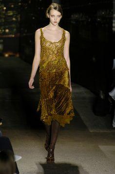 Donna Karan at New York Fashion Week Fall 2004 - Runway Photos Vintage Fashion 90s, Donna Karan, Military Green, New York Fashion, Runway, Fall, Dresses, Cat Walk, Autumn
