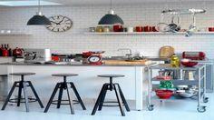 cuisine îlot central tabourets de bar étagères super pratiques