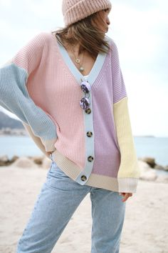 cardigan et jeans look Pastel Fashion, Kawaii Fashion, Cute Fashion, Fashion Outfits, Cardigan Design, Knit Cardigan, Winter Outfits For Girls, Outfits For Teens, Pink Outfits