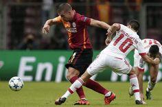 Sneijder e Gaitán em duelo de mágicos