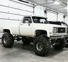 jacked up trucks chevy Custom Pickup Trucks, Classic Pickup Trucks, Chevy Pickup Trucks, Gm Trucks, Jeep Truck, Diesel Trucks, Cool Trucks, Chevy 4x4, Gmc 4x4