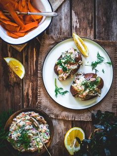 Porkkala-uuniperunat (V, GF) – Viimeistä murua myöten Finnish Cuisine, Salads, Food And Drink, Soup, Cooking Recipes, Meals, Baking, Healthy, Ethnic Recipes