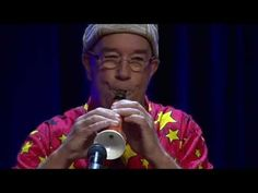 Linsey Pollak turns a carrot into a clarinet using an electic drill a carrot and a saxophone mouthpiece, and plays it all in a matter of 5 minutes. Linsey Pollak is an Australian musician,...