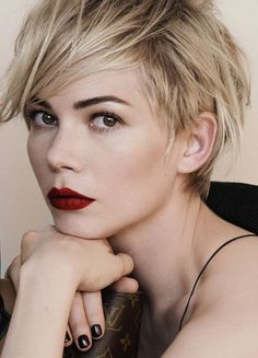 Michelle Williams Louis Vuitton… This. – Galina Rubchinski Michelle Williams Louis Vuitton… This. Michelle Williams Louis Vuitton… This. Great Haircuts, Trendy Haircuts, Hair Color Highlights, Blonde Color, Hair Color Pixie Cut, Short Hair Cuts, Short Hair Styles, Short Pixie, Pixie Cuts