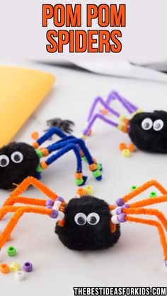 POM POM SPIDERS - easy Halloween craft for kids! Perfect fine motor activity for toddlers or preschoolers too!