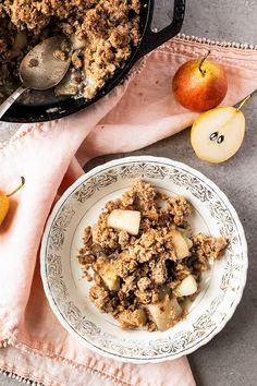 Croustade poires gingembre et érable - K pour Katrine Desserts Français, French Desserts, Healthy Dessert Recipes, Vegan Recipes, Vegan Kitchen, Granola, Vegan Vegetarian, Cravings, Oatmeal
