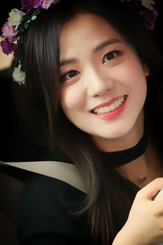Do you know blackpink? then i pretty sure you know about kim jisoo as she is the best most beautiful member of the group. Kim jisoo is south koren singer, Kim Jennie, Divas, Blackpink Jisoo, Kpop Girl Groups, Kpop Girls, Korean Girl, Asian Girl, Korean Face, Model Tips