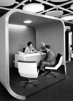 Une agence France Télécom Need to make bed pods with this idea Futuristic Interior, Mid-century Interior, Retro Futuristic, Futuristic Furniture, 70s Decor, Retro Office, Vintage Interiors, Contemporary Interior Design, How To Make Bed