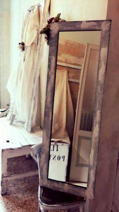 """E adesso tocca a """"Lui"""". Le costumiste di nuovo al lavoro. Proviamo e, quasi al primo colpo, la mise è azzeccata, ma Francesco ci prende gusto e... continua a provare! #serendipity555 #wedding #abitidasposa www.facebook.com/Serendipity555"""