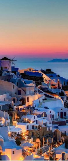 Santorini am Abend. Griechenland Santorini am Abend. Griechenland Source by serenamentefr Places Around The World, The Places Youll Go, Places To See, Around The Worlds, Vacation Destinations, Dream Vacations, Vacation Spots, Holiday Destinations, Belle Villa