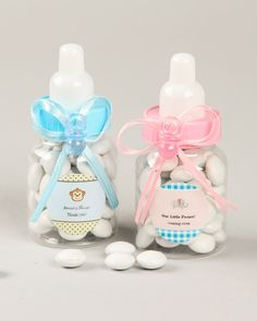Bottle up all your love in these cute baby bottle favors. Your baby shower guests are sure to adore them! Each clear plastic bottle comes with a screw-on cap in the color of your choice, complete with a white nipple