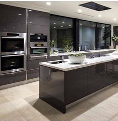 If you want a luxury kitchen, you probably have a good idea of what you need. A luxury kitchen remodel […] Home Design, Luxury Kitchen Design, Best Kitchen Designs, Luxury Kitchens, Interior Design Kitchen, Cool Kitchens, Design Küchen, Diy Interior, Design Case