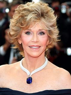 Cannes Red Carpet, Best Jewelry at Cannes - Cannes' Most Dazzling Diamonds (and Sapphires, and Emeralds) in the Past 10 Years Older Women Hairstyles, Celebrity Hairstyles, Sapphire Pendant, Blue Sapphire, Celebrity Jewelry, Emerald Necklace, Royal Jewelry, Jane Fonda, Portraits