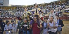 Alejandro Talavante y Roca Rey salen a hombros en su mano a mano de Jerez