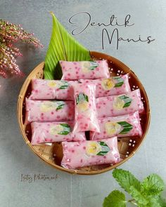 Indonesian Food Traditional, Traditional Cakes, Yummy Snacks, Snack Recipes, Cooking Recipes, Yummy Food, Indonesian Desserts, Asian Desserts, Indonesian Recipes