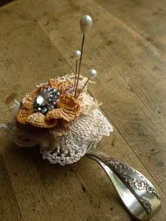 Vintage Spoon Pincushion ~ clever idea