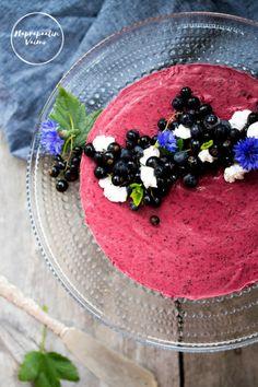 Toissapäivänä saimme vieraita. Kuin tilauksesta. Pakastimessa nimittäin odotti tämä ihanan raikas mustaherukkakakku. Kyseinen kakku on gluteeniton (itseasiassa viljaton), maidoton sekä pähkinätön. … Acai Bowl, Cheesecake, Baking, Breakfast, Blog, Recipes, Acai Berry Bowl, Morning Coffee, Cheesecakes