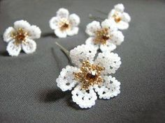 Hobby World ( бисероплетение ) Scroll way down, it's there and lots of eye candy on the way! Beaded Flowers Patterns, French Beaded Flowers, Beading Patterns, Seed Bead Jewelry, Beaded Jewelry, Hobby World, Beads And Wire, Beading Tutorials, Bead Weaving