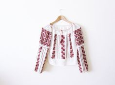 Vintage 40s/50s Hungarian peasant blouse is made out of off white crepe and…