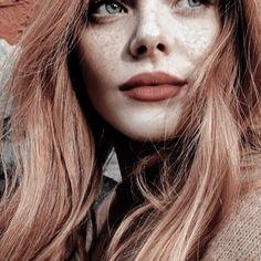plucked lips; like mother like daughter – aesthetic