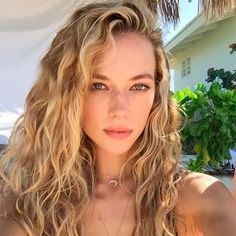 Hanna Ferguson wavy hair Cabelo Bonito no Verão Blonde Wavy Hair, Natural Wavy Hair, Natural Hair Styles, Wavy Hair 2c, Wavy Perm, Blonde Curls, Natural Waves, Gray Hair, Curly Hair Styles