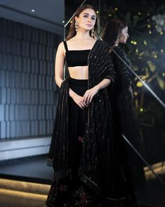 Bollywood fashion 805229608357518291 - Best Alia Bhatt Pics Source by Black Lehenga, Indian Lehenga, Floral Lehenga, Lehenga Style, Indian Wedding Outfits, Sexy Wedding Dresses, Trendy Dresses, Indian Outfits, Indian