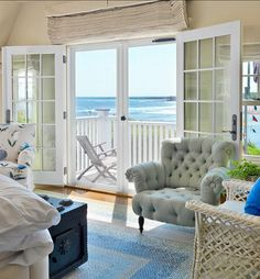 Wat a beach house decor!